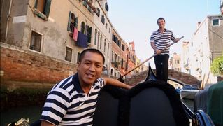 Anh Does Italy